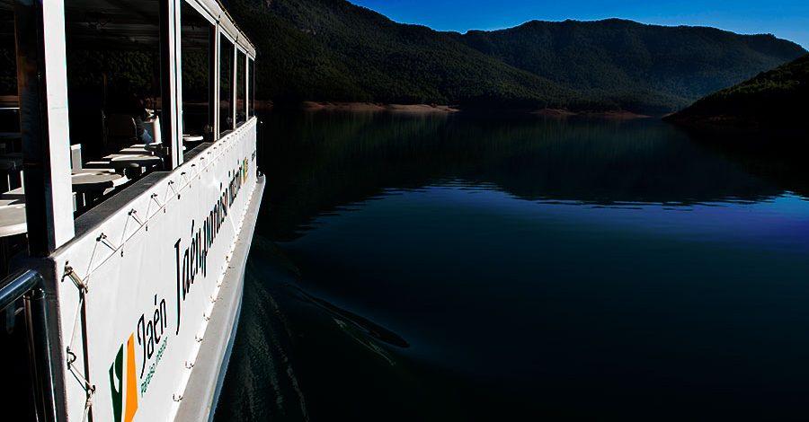 Barco solar El Tranco